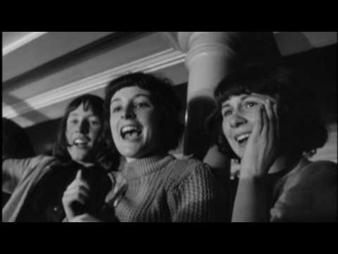 The Beatles – She Loves You (1963)